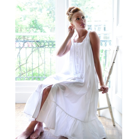 New Ladies Traditional Broderie Anglaise Square Neck Sleeveless Night Dress